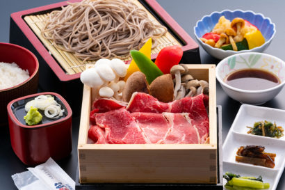 地元の季節野菜たっぷり牛肉セイロ蒸し御膳